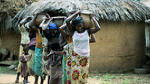 Young women are carrying water in pots to their homes in rural Nigeria. - Photo: Flickr/World Bank