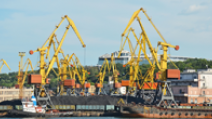 Cranes help load crates of coal onto a ship in Ukraine. - Photo: Shutterstock